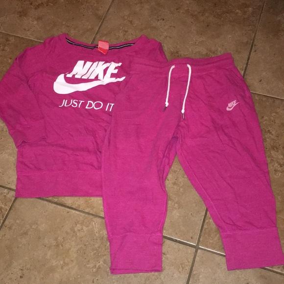 6d4324ac37 Girls Nike Sweatshirt & Capri Jogger Set. M_5b3ae2832beb792b672ac0ef